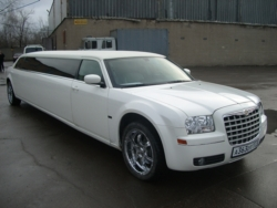 заказ лимузина Крайслер лимузин - Chrysler Limo-300c VIP на свадьбу